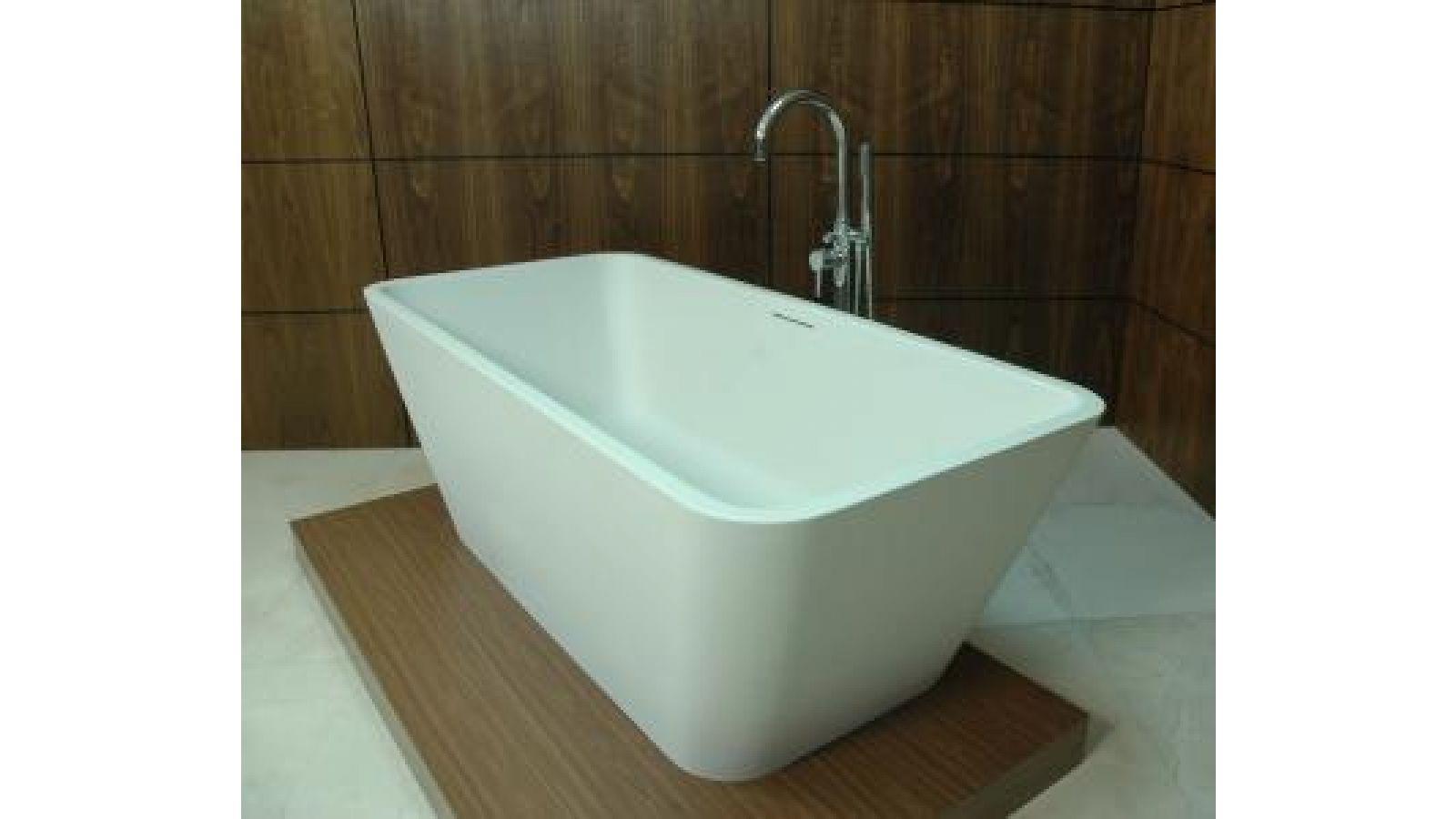 L and L Luxury Lifestyle  Linnia Bathtub