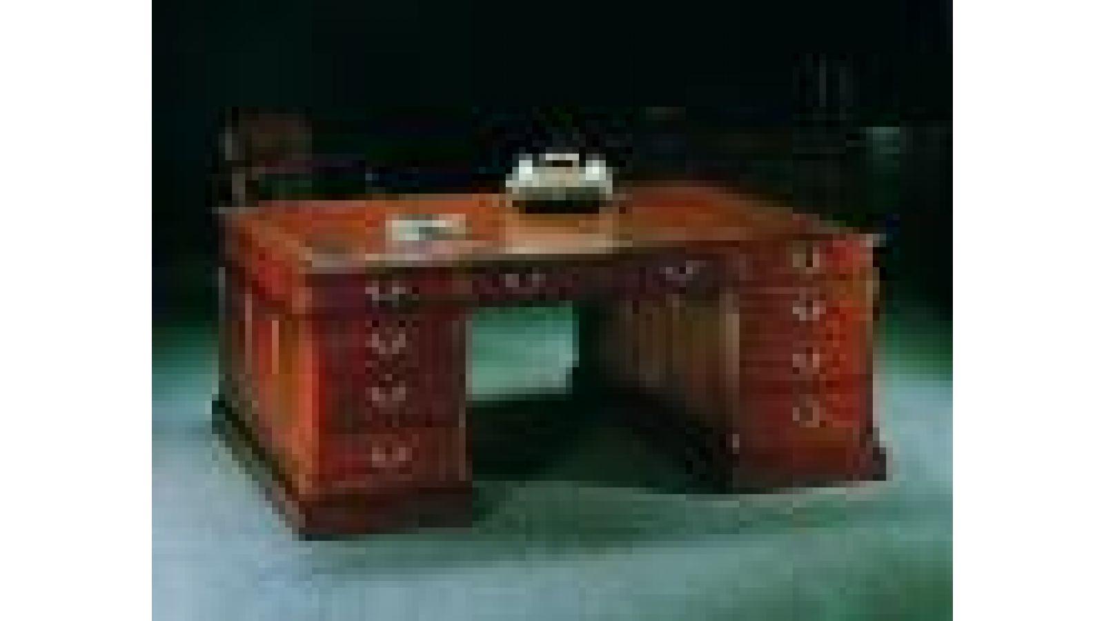 1977 - Chippendale-style mahogany partner's desk