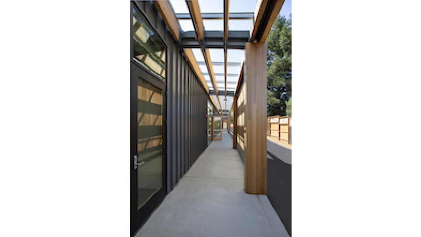 California Middle School Showcases Indoor/Outdoor Learning Spaces with EXTECH\'s Skylight System