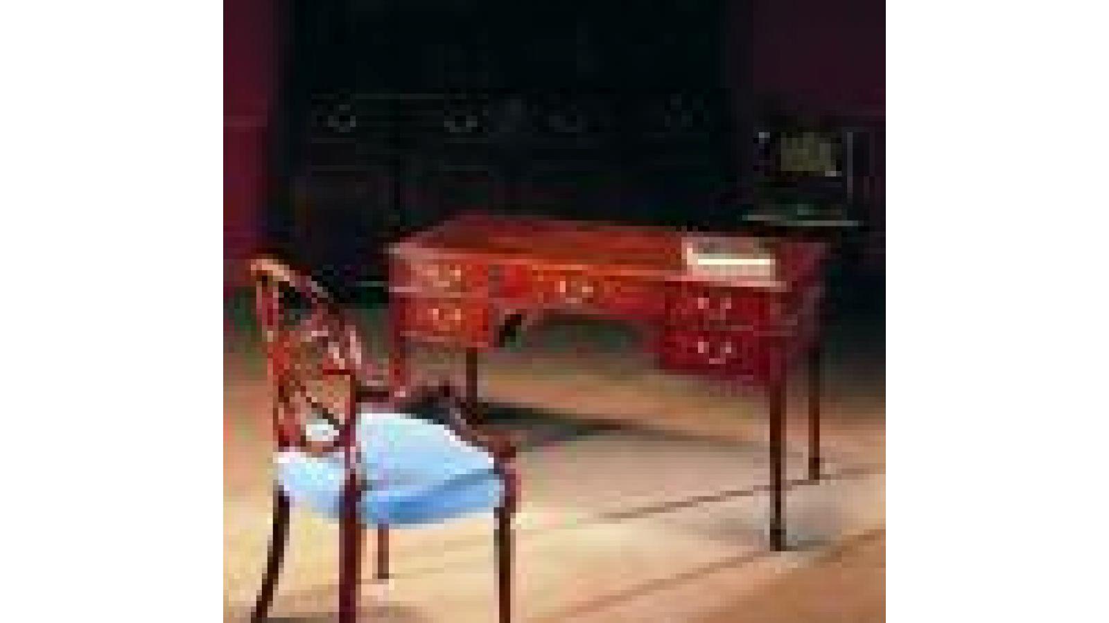 1925 - Sheraton-style mahogany five-drawer kneehol