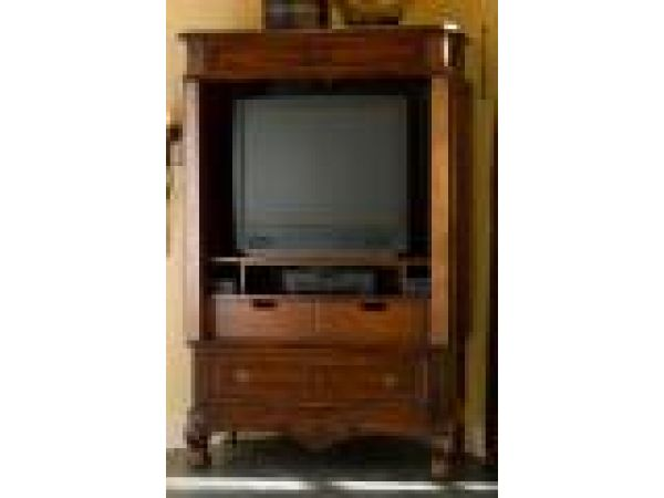 9607T / Armoire (Top/Hutch)As TV Entertainment Armoire