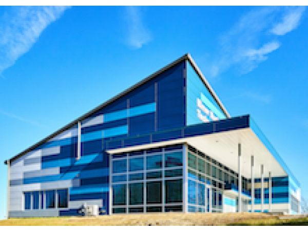 New Educational and Employment Center Welcomes Community and Opportunity with Colorful Façade