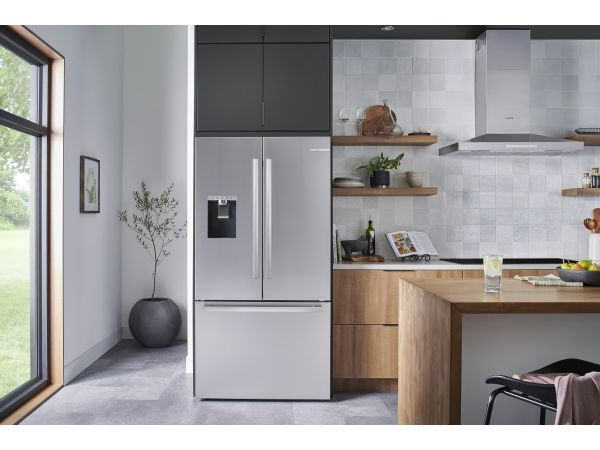 Bosch 500 Series standard-depth refrigerator with QuickIcePro System™