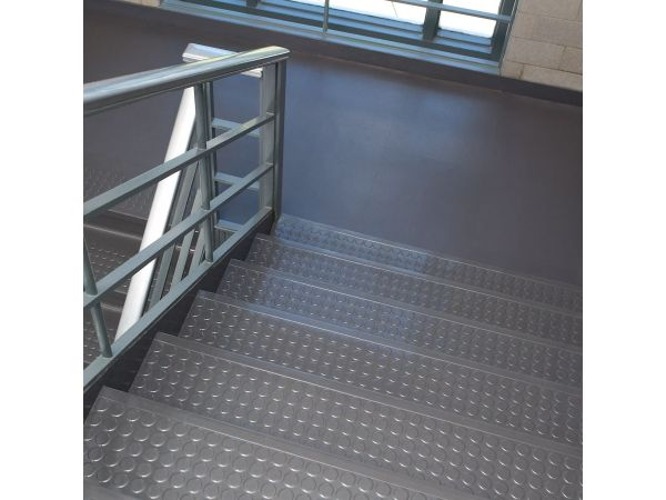 Distinct Designs Rubber Stair Treads