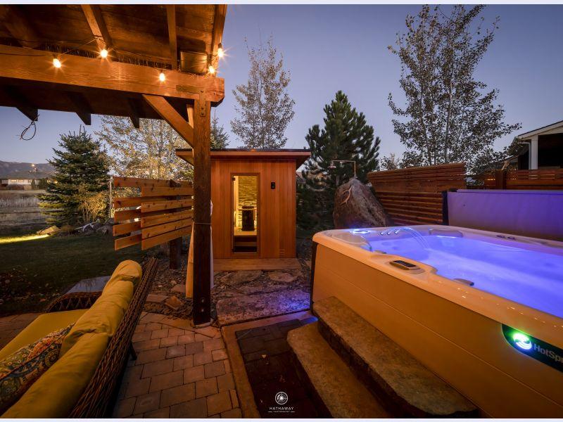 Finnleo Outdoor Saunas Enhance Backyard Living