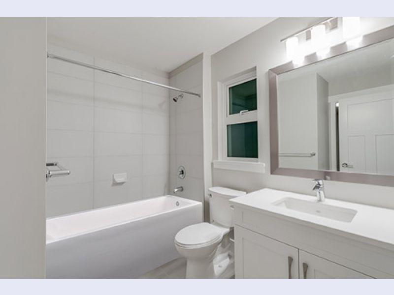 Citrine Solid Surface Alcove Bathtub