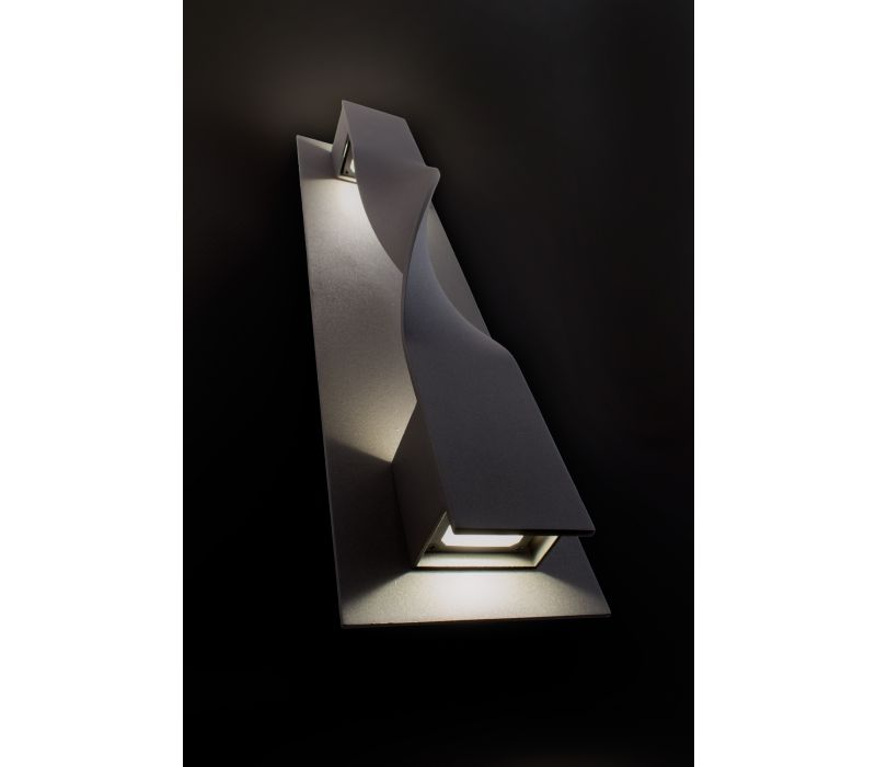 Twist indoor/outdoor wall sconce